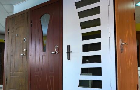 Lange, lauko durys, sarvuotos lauko durys10